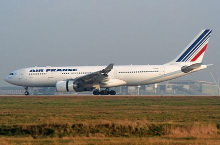 Flygplan tvingades landa efter bombhot