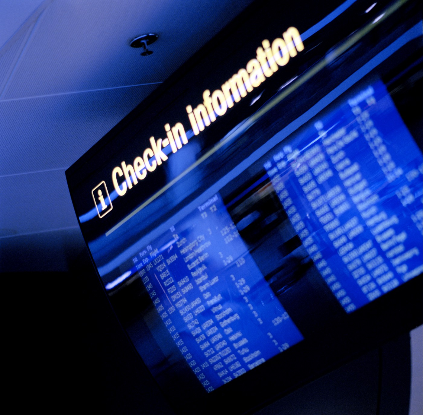 Nya digitala lösningar gör att man trådlöst och enkelt passera kontrollerna på flygplatsen.