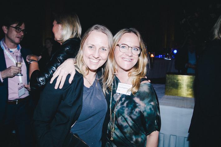 Johanna Murray och Jenny Engström från STF var glada redan innan prisutdelningen. Foto: Olof Grind