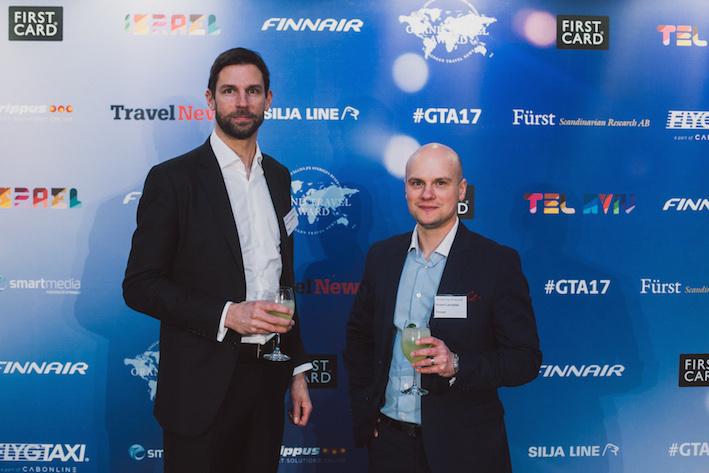 Finnairs Fredrik Charpentier och Robert Lönnblad stannade fram fotografen. Foto: Olof Grind